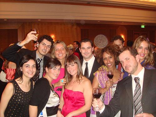 Foto robada del blog de Andrea (pa que se me ve a mí, más que nada) Víctor, Gloria, Kerman, Victoria, Zulema, Yo, Andrea y Fernando (uno de mis jefes, curiosamente el más borracho de la fiesta XD)