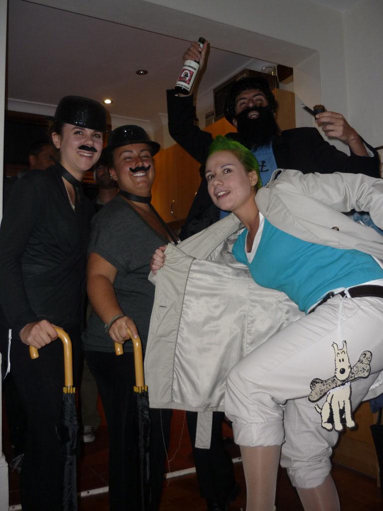 Míriam, Alexia, Andrea y Víctor como  TINTÍN, HADDOCK, HERNÁNDEZ Y FERNÁNDEZ